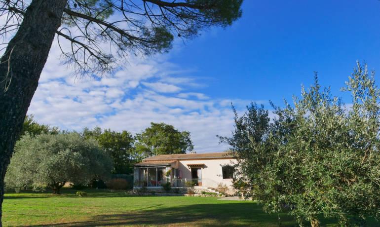 Villa avec un beau terrain arboré constructible